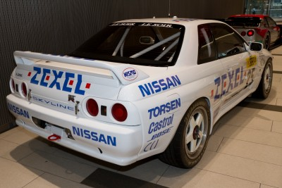 Nissan_Skyline_GT-R_(BNR32)_1991_24_Hours_of_Spa_winner_replica_rear.jpg
